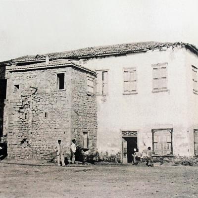Η «Σπιτάρα» στο λιμάνι της Αίγινας, όπου στεγάστηκε η Εθνική Τυπογραφία.